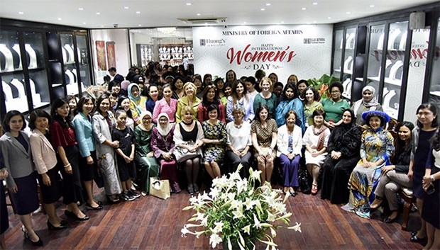 Promouvoir l'amitie entre femmes diplomates etrangeres et vietnamiennes hinh anh 1