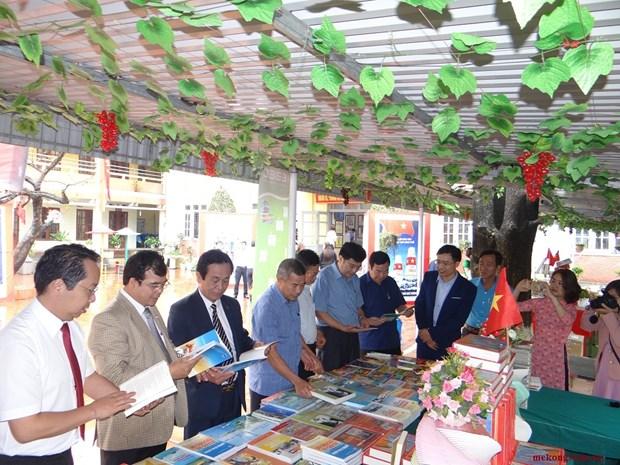 Journee du livre et exposition sur Hoang Sa et Truong Sa a Hai Duong hinh anh 1