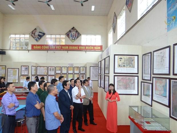 Journee du livre et exposition sur Hoang Sa et Truong Sa a Hai Duong hinh anh 2