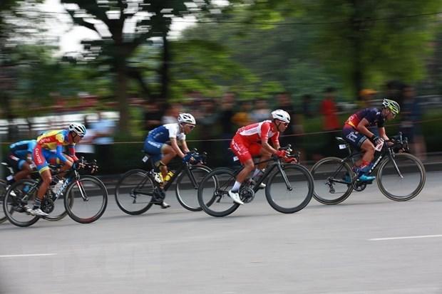 Debut de la course cycliste par etapes