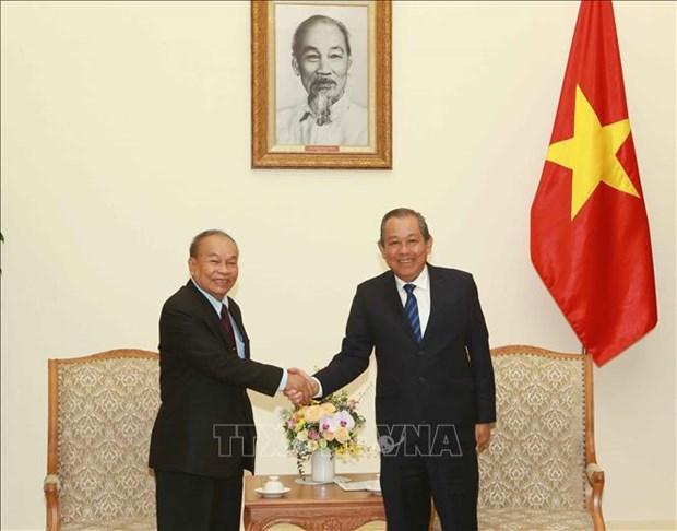 Le vice-PM Truong Hoa Binh recoit le ministre cambodgien des Cultes et des Religions hinh anh 1