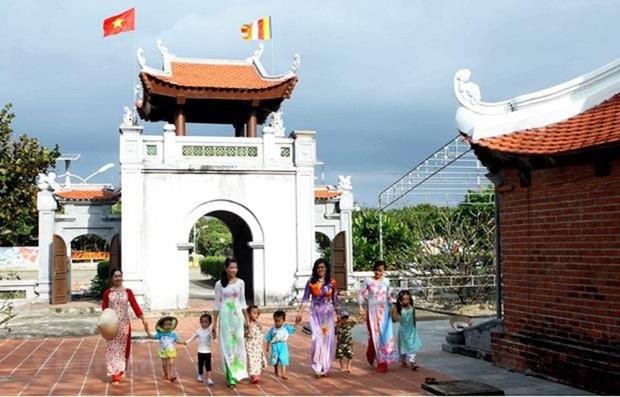 Une exposition photographique presente des pagodes vietnamiennes hinh anh 1