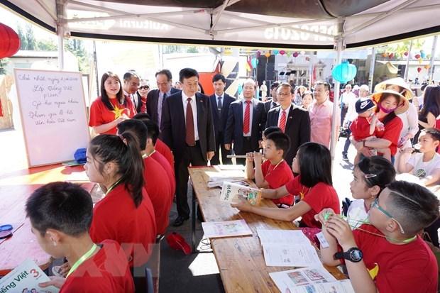 Des fetes culturelles relient la communaute vietnamienne et les Tcheques hinh anh 2