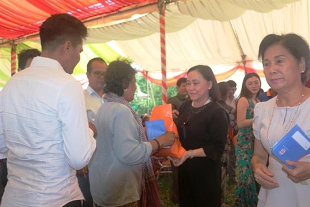 Binh Duong aux cotes des personnes pauvres a Kandal (Cambodge) hinh anh 1