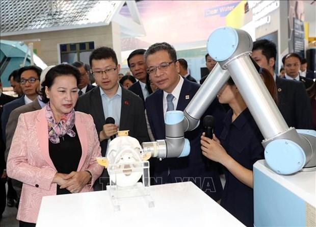 La presidente de l'AN Nguyen Thi Kim Ngan visite le parc scientifique de Zhongguancun hinh anh 1