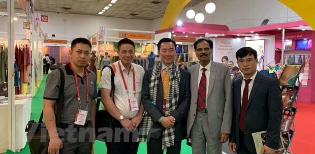 Des entreprises vietnamiennes presentent leurs produits en soie en Inde hinh anh 1