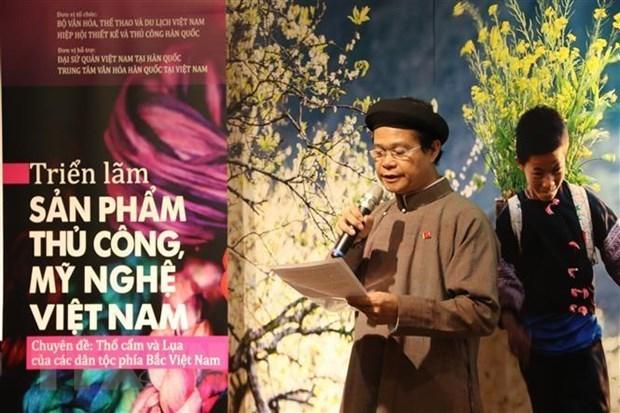 Des produits en soie du Vietnam exposes en R. de Coree hinh anh 1