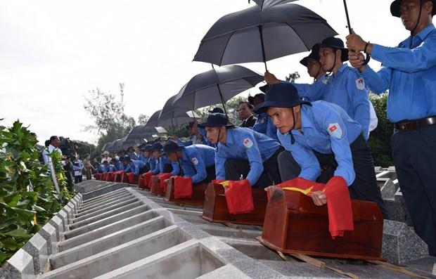 Dong Thap : inhumation de 99 restes de soldats vietnamiens tombes au Cambodge hinh anh 1