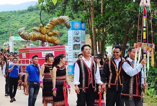 Ouverture du 3e festival de ginseng Ngoc Linh a Quang Nam hinh anh 1