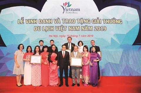 De nombreux prix pour Saigontourist en 2019 hinh anh 1