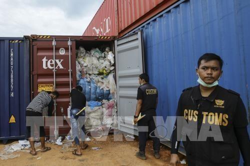L'Indonesie a renvoye plusieurs centaines de conteneurs de dechets hinh anh 1