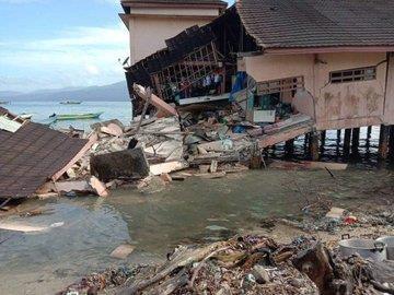 Pres de 20 morts et blesses apres un puissant seisme dans l'est de l'Indonesie hinh anh 1