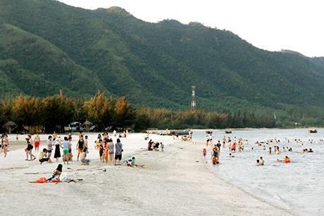 Quang Ninh: Developper le tourisme maritime de Van Don hinh anh 1