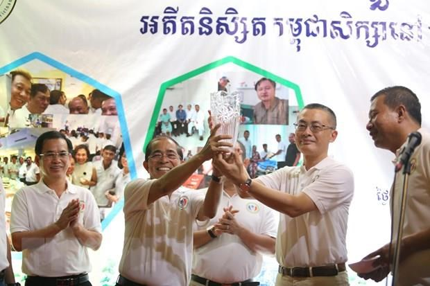 Rencontre entre d'anciens etudiants cambodgiens ayant etudie au Vietnam hinh anh 1