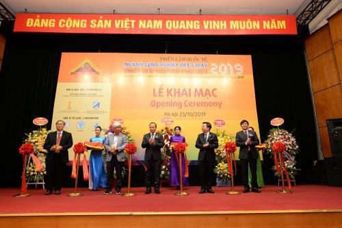 Ouverture de l'exposition de l'industrie du textile et de l'habillement HanoiTex hinh anh 1