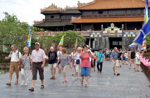 Le Vietnam accueille un nombre record des voyageurs etrangers en octobre hinh anh 1