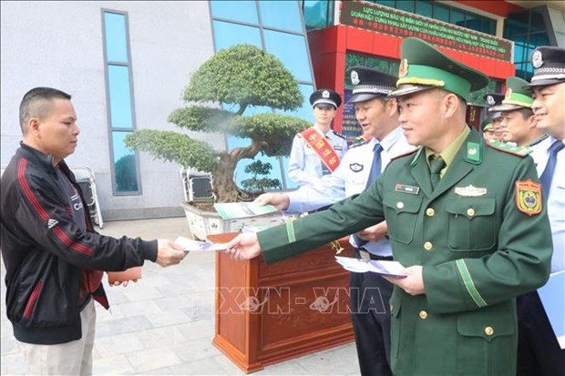 Le Vietnam et la Chine cooperent dans la promulgation des lois et le controle des frontieres hinh anh 1