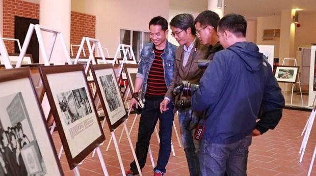 Exposition de photos et de documents sur la promotion des droits de l'homme au Vietnam hinh anh 1