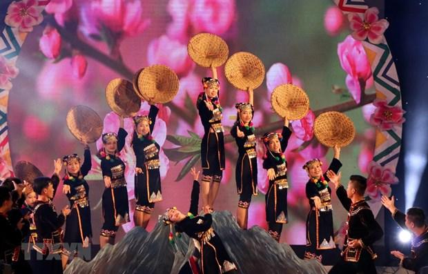 Cloture du 6e Festival de jeu de lancer de balles d'etoffe Vietnam-Laos-Chine hinh anh 1