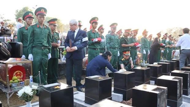 Inhumation des restes de 27 soldats vietnamiens a Binh Phuoc hinh anh 1