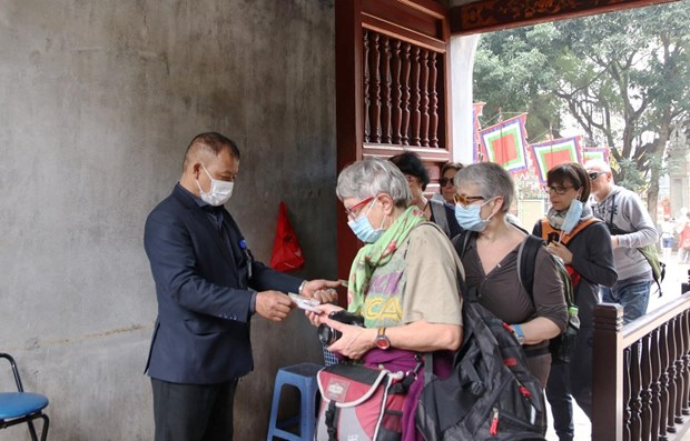 COVID-19: desinfection de certains sites touristiques a Hanoi hinh anh 1