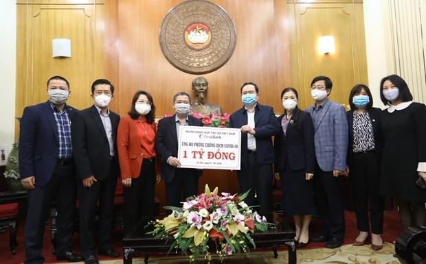 Remise des aides au ministere de la Sante pour lutter contre la pandemie de COVID-19 hinh anh 1