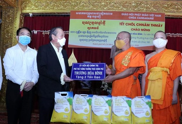 Chol Chnam Thmay: le vice-PM Truong Hoa Binh adresse des voeux aux Khmers a HCM-Ville hinh anh 1