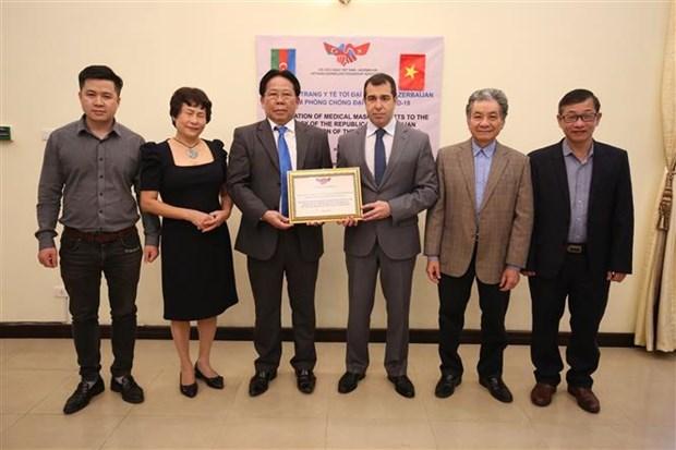 Le Vietnam offre 10 000 masques medicaux au peuple azerbaidjanais hinh anh 1
