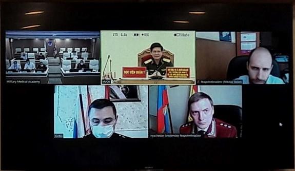 Les medecines militaires du Vietnam et de la Russie discutent de la lutte contre le COVID-19 hinh anh 1