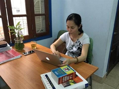Une traductrice se passionne pour les livres de psychologie en francais hinh anh 1