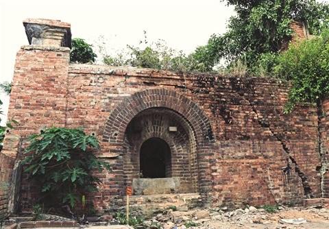 Thua Thien-Hue: decouverte de deux portes dans la cite imperiale de Hue hinh anh 2