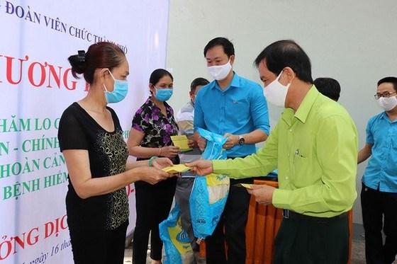 Ho Chi Minh-Ville acheve la remise de l'aide financiere aux personnes touchees par le COVID-19 hinh anh 1