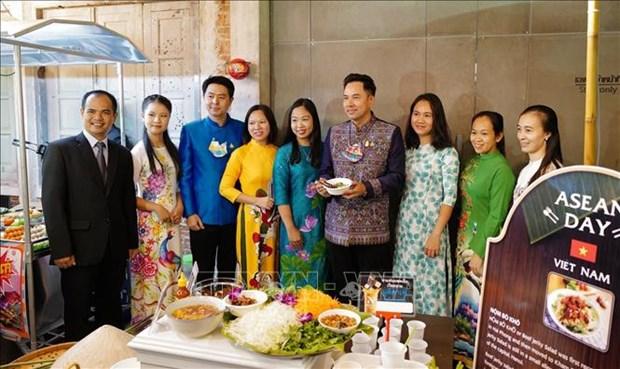 La presentation de la cuisine des pays membres de l'ASEAN a Bangkok hinh anh 1