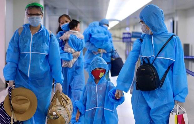 Un vol de Vietnam Airlines ramene pres de 300 touristes bloques de Da Nang a Ho Chi Minh-Ville hinh anh 1