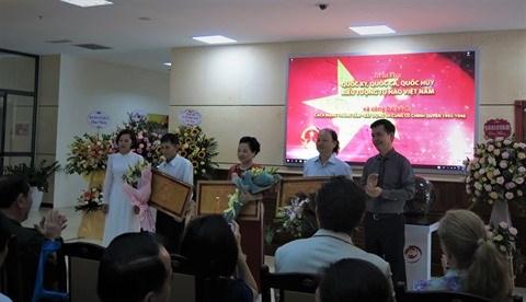 Le drapeau, l'hymne et l'embleme nationaux exposes a Hanoi hinh anh 3