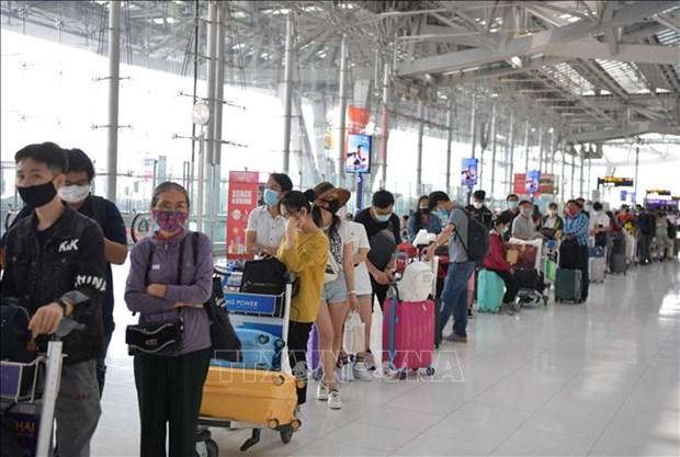 COVID-19: Plus de 340 citoyens vietnamiens bloques en Thailande rapatries hinh anh 1