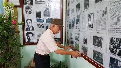 Hanoi : un octogenaire passionne par la vie de l'Oncle Ho hinh anh 3