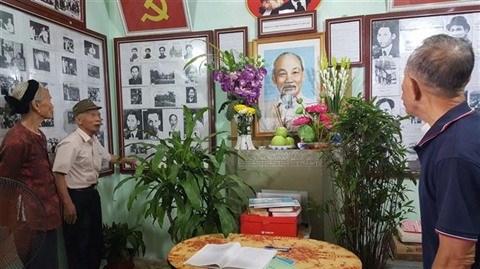 Hanoi : un octogenaire passionne par la vie de l'Oncle Ho hinh anh 1