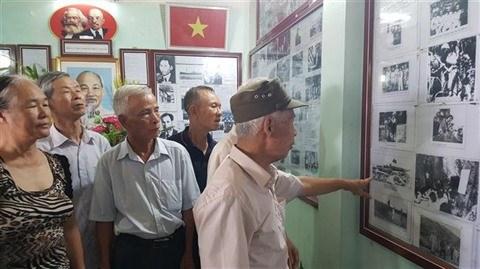 Hanoi : un octogenaire passionne par la vie de l'Oncle Ho hinh anh 2