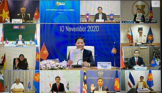Les ministres de l'ASEAN ont convenu de faciliter la circulation des biens essentiels dans la region hinh anh 1