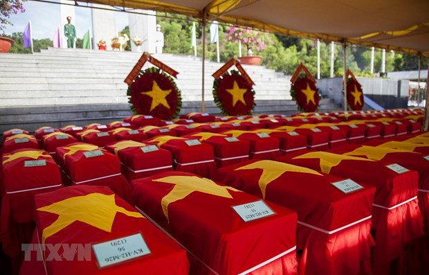 Kien Giang : Inhumation des restes de 262 soldats tombes au Cambodge hinh anh 1