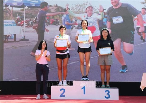 Pres 400 coureurs participent au marathon Mui Ne Dunes a Binh Thuan hinh anh 3
