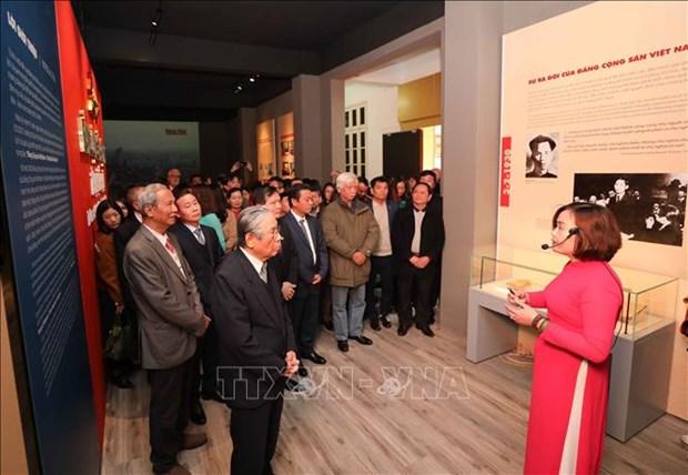 Exposition sur le Parti communiste du Vietnam et ses congres nationaux a Hanoi hinh anh 2