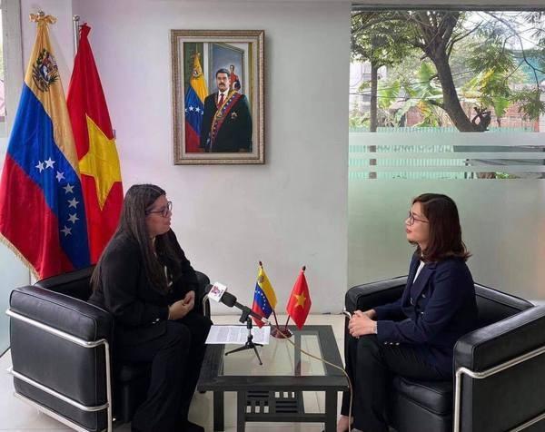 Le 13e Congres national du Parti sera la cle de l'avenir, selon l'ambassadrice venezuelienne hinh anh 2