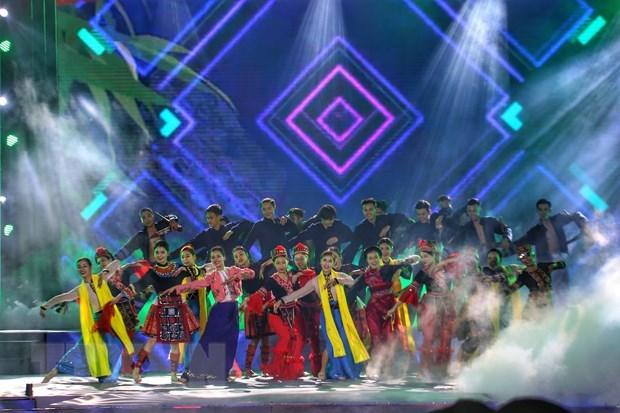 Un programme artistique pour celebrer la Journee de la culture des ethnies du Vietnam hinh anh 1