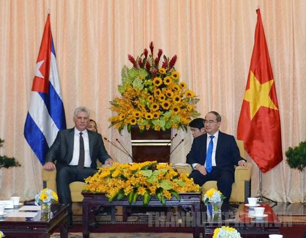 Entrevue entre le dirigeant cubain et le secretaire du Comite du Parti de HCM-Ville hinh anh 1