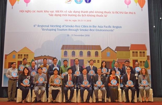 Les pays de l'ASEAN se tournent vers un environnement touristique sans tabac hinh anh 1