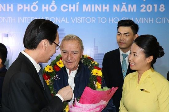 Ho Chi Minh-Ville accueille le visiteur etranger numero 7 millions hinh anh 1