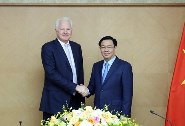 Le vice-Premier ministre Vuong Dinh Hue recoit le president du groupe Clermont hinh anh 1