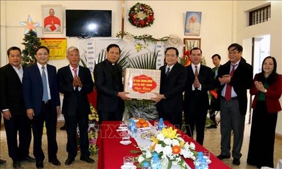 Vœux de Noel du president du Comite central du FPV aux catholiques de Ha Nam hinh anh 1